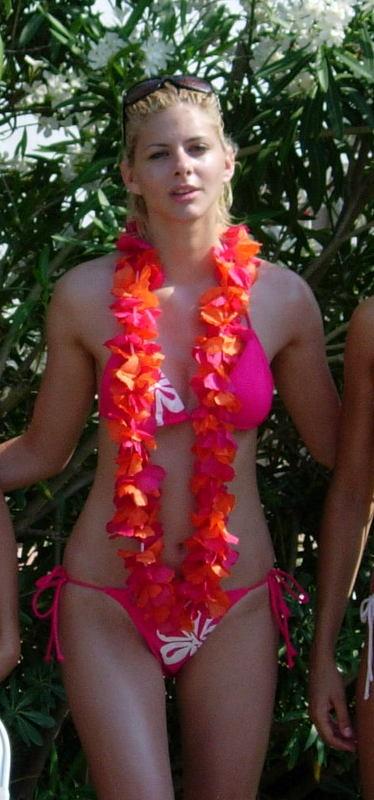 nikon 018 Δείτε την Ρία Αντωνίου χωρίς ρετούς, χωρίς πλαστικό στήθος και χωρίς πλαστική μύτη!!!