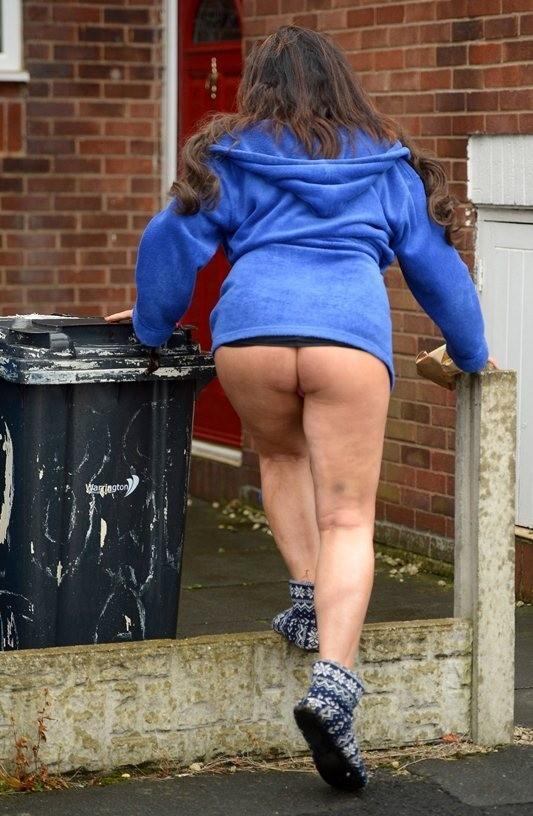 Lisa-Appleton-Ass-taking-out-garbage-Warrington-Kanoni-5