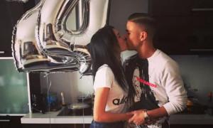 Τα γενέθλια του Πέλκα και το τρυφερό φιλί της συντρόφου του (pics)