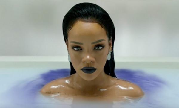 H Rihanna... υποστηρίζει την Άρσεναλ! (vid&pics)