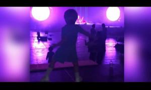 Θα λιώσετε στο γέλιο! Ο γιος του Πικέ και της Σακίρα αντιγράφει το χορό της τραγουδίστριας (vid)