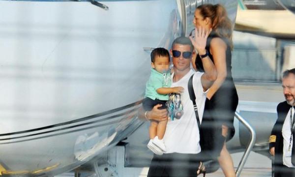 Κριστιάνο Ρονάλντο: Μετακόμιση τώρα! Στο Τορίνο με την οικογένεια του (vid&pics)