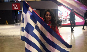 H Ελληνίδα χορεύτρια που... έκλεψε τις εντυπώσεις στη βραδιά για τον Γιάννη (vid&pics)