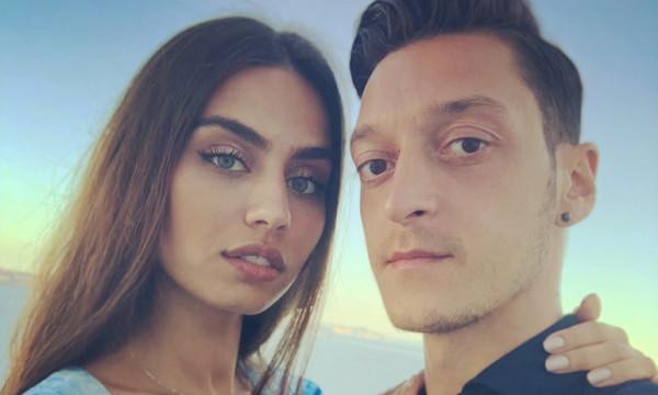 Παντρεύεται ο Οζίλ και η Μέρκελ έγινε έξαλλη - Τι συνέβη;