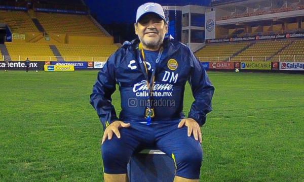 Προπονητής και οδηγός του πούλμαν της Ντοράδος ο Μαραντόνα! (pic)