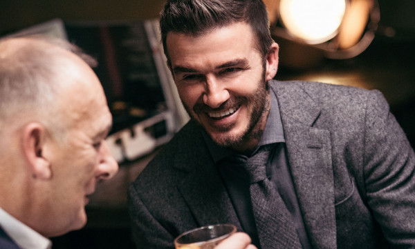 Ντέιβιντ Μπέκαμ: Ο 70χρονος πατέρας του ερωτευμένος με εκατομμυριούχο δικηγόρο (pics)