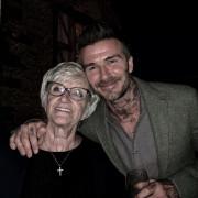 Ο Ντέιβιντ Μπέκαμ με τη μητέρα του, Σάντρα