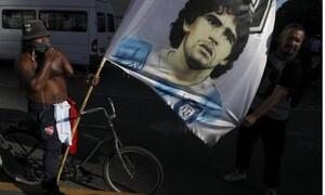 Διαμαρτυρία από θαυμαστές του Μαραντόνα: «Δεν πέθανε, τον σκότωσαν»
