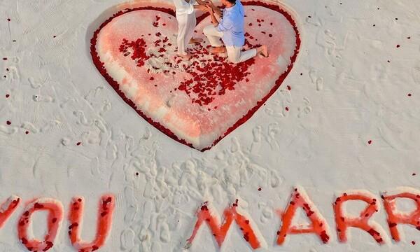 Ρομαντική πρόταση γάμου στις Μαλδίβες μετά από δέκα χρόνια σχέσης (vid&pics)