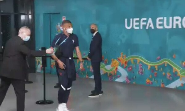 Σεκιουριτάς δεν αναγνώρισε τον Εμπαπέ και τον σταμάτησε πριν μπει στο γήπεδο: «Για πού το 'βαλες;»