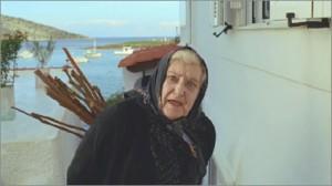 Tην αποκάλεσαν πόρνη επειδή σέρβιρε ελληνικό φαγητό (video)